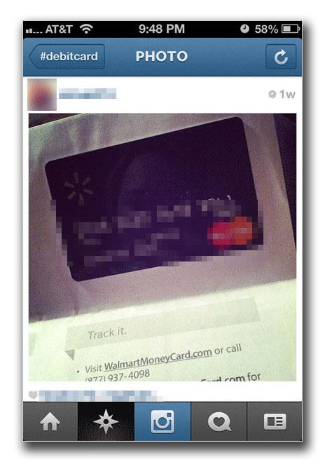 図2:「Instagram」のユーザが投稿したデビットカードの詳細