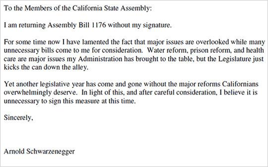 図1:演説中に州議員から侮辱された前カリフォルニア州知事アーノルド・シュワルツェネッガー氏が、拒否権を行使する旨を州議会に伝えた書簡。本文の各列の最初の1文字をつなげると隠されたメッセージが現れる